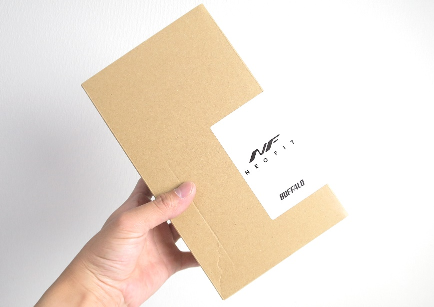 バッファロー ネオフィット 静音マウスの外箱